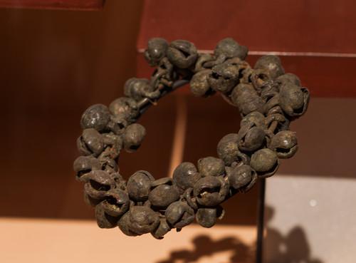 Sartal de cascabeles de cobre