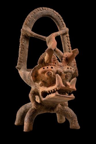 Vaso con figuras antropomorfas y zoomorfas
