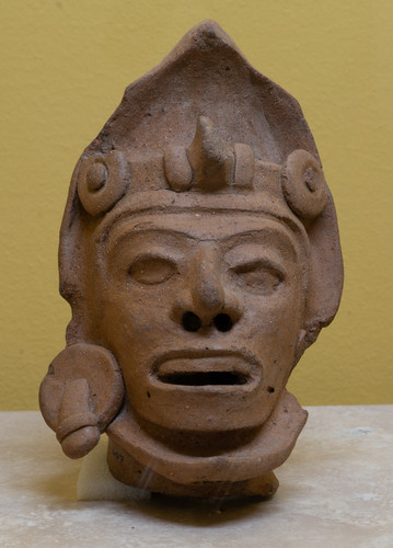Antropomorfa cabeza masculina