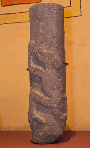 Columna con Relieve Animal