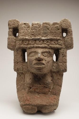Escultura antropomorfa femenina