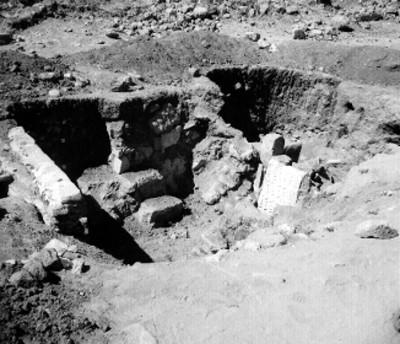 Excavación de tumba en Yagul