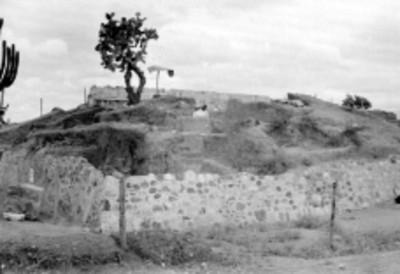 Reconstrucción de un basamento piramidal en Lambityeco