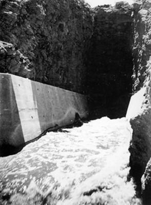Canal de descarga de la presa de Cuarenta