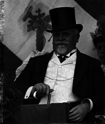 Justo Sierra Méndez durante una ceremonia pública