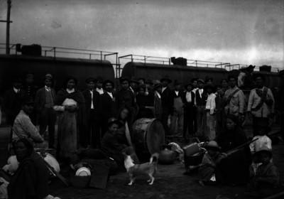 Banda de música del Ejército Federal durante descanso en los patios de Buenavista