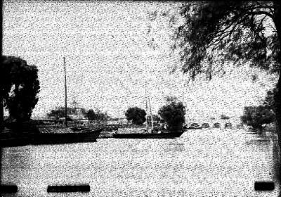 """Embarcaciones y puente en el Río """"Ocotlán"""""""