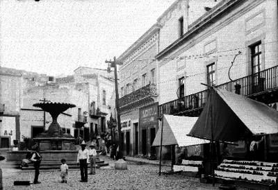 Vida cotidiana en un calla de Guanajuato