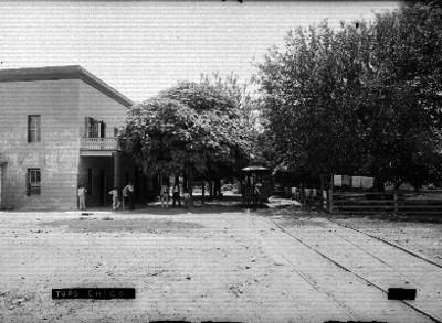 """Gente en la estación de ferrocarril en """"Topo Chico"""""""