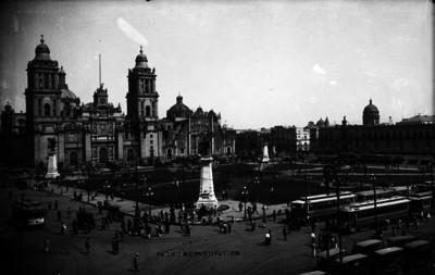 Vista de la catedral Metropolitana y plaza de la Constitución