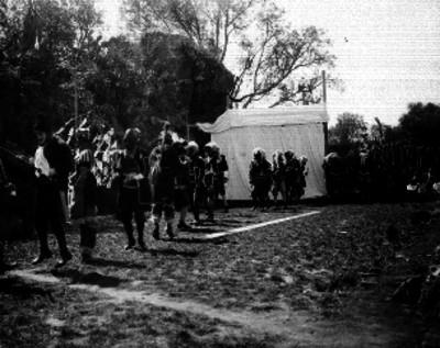 Hombres realizando una danza prehispánica