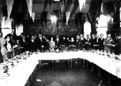 Diplomáticos e invitados en un banquete organizado por la Perfumería Ideal