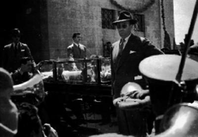 Harry S. Truman baja de un automóvil durante su visita a la ciudad de México