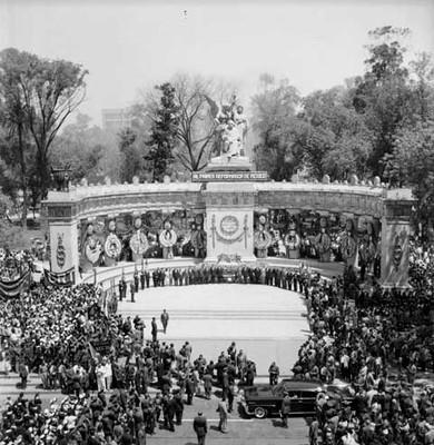 Ceremonia del natalicio de Benito Juárez en el hemiciclo a Juárez