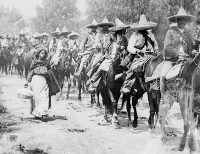 Columna de tropas zapatistas