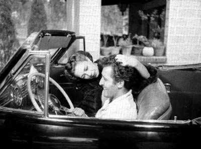 Abel Salazar Besando A Su Esposa Rosita Arenas En El