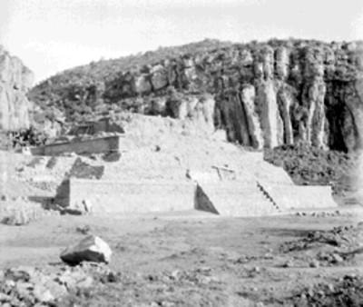 Vista de la Pirámide Vl durante los trabajos de exploración y excavación