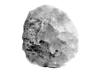 Roca con fragmentos de mineral, vista frontal