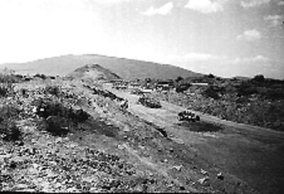 Panorámica de los trabajos de reconstrucción en la Calzada de los Muertos y la Pirámide de la Luna