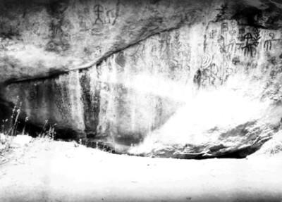 Pintura rupestre frente al Cerro Blanco