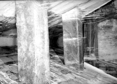 Escalones de la entrada a la tumba de Pakal con estalactitas, vista parcial
