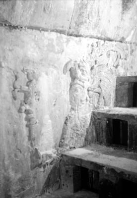 Detalle de los muros con relieves en el interior de la tumba de Pakal