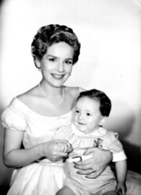 Rosita Quintana e hijo