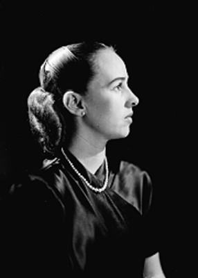 Ana María Escobedo, productora de cine, retrato de perfil