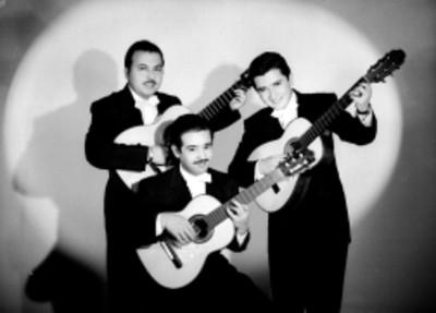 Trio Los Duendes, todos con guitarras