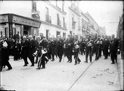 Porfirio Díaz y su comitiva desfilan por calles de la ciudad de México