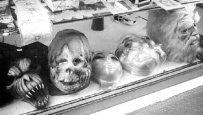 Máscaras en un aparador