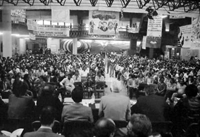 Militares de partido en asamblea