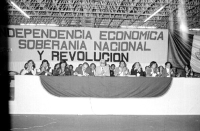 Mesa que preside la 3ra. Asamblea Nacional Extraordinaria