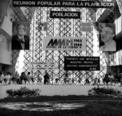 Miguel de la madrid Hurtado y politicos presiden reunión popular para la planeación en Villahermosa
