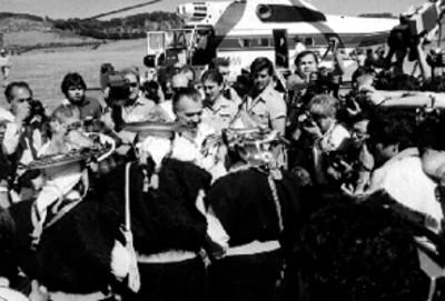 Miguel de la Madrid Hurtado es recibido por tzotziles
