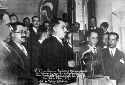 Lázaro Cárdenas pronuncia discurso después de protestar como candidato presidencial