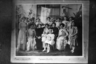 Carmen Serdán con mujeres, reprografía
