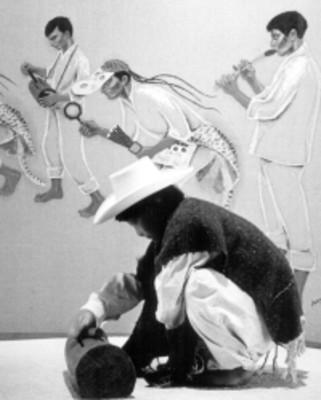 Maniquí con traje regional en sala de museo