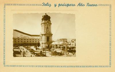 Reloj y kiosco en la Plaza Independencia, vista parcial