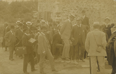 Leopoldo Batres acompañado por personalidades durante XVII Congreso Internacional de Americanistas