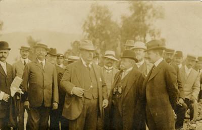 Leopoldo Batres con los miembros del XVll Congreso de Americanistas