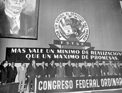 Gustavo Díaz Ordaz pronuncia un discurso en la asamblea del Consejo Nacional de la Publicidad