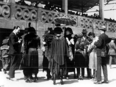 Gente en las instalaciones del hipódromo la Condesa