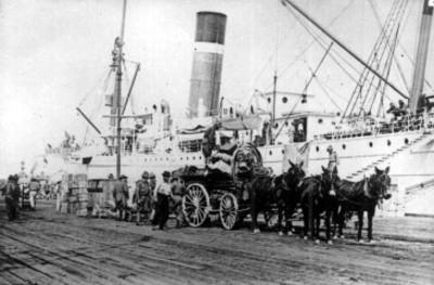 Tropas norteamericanos desembarcan armamento en el Puerto de Veracruz