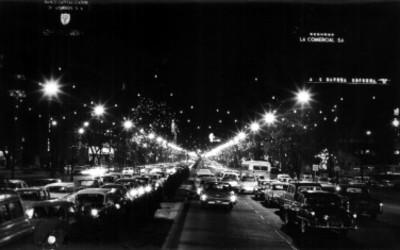 Tránsito en Paseo de la Reforma, vista nocturna