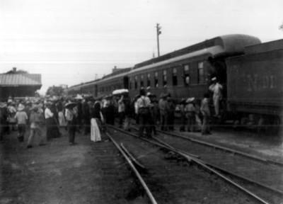 Revolucionarios abordan ferrocarril en Buenavista