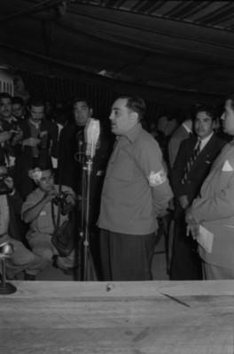 Francisco Pérez Rea, lider obrero pronunciando un discurso al parecer durante una asamblea