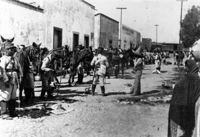 Ejército federal en una estación de ferrocarril