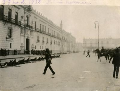 Militares situados frente al palacio Nacional