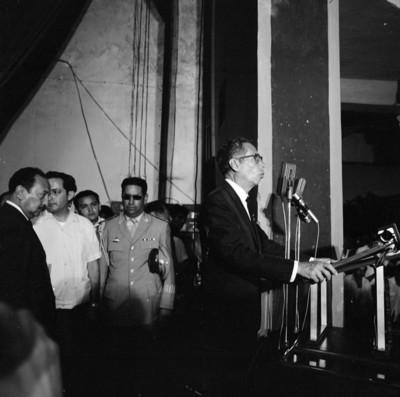 Gustavo Díaz Ordaz pronuncia durante una ceremonia